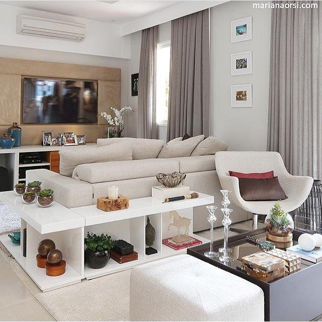 Living integrado, destaque para o versátil móvel atrás do sofá.