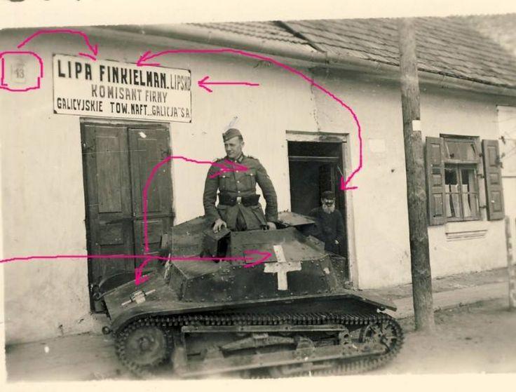 Lipsko ( mazowieckie ) i porzucony TKS. Pojazd najprawdopodobniej pochodził ze Szwadronu Czołgów Rozpoznawczych Warszawskiej Brygady Pancerno-Motorowej i jest jednym z najbardziej obfotografowanych wraków września '39.