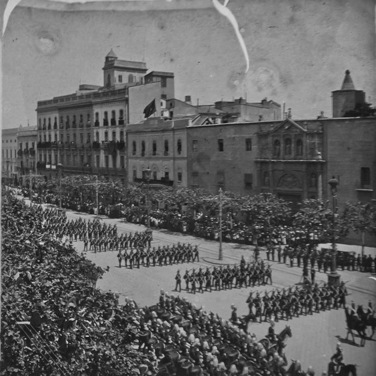 Plaza Tetuan 1910. Desfile por la visita de Alfonso XIII a la ciudad