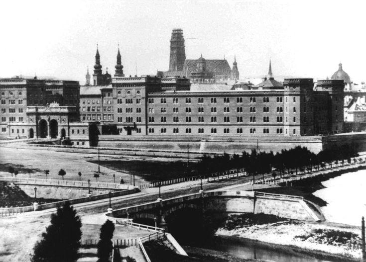 Stephansdom_1861 Die baufällige Turmspitze wurde 40m abgetragen und vom damaligen Dombaumeister Friedrich von Schmidt  wieder audgebaut