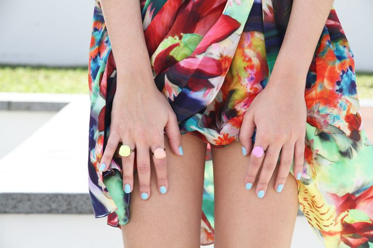Perfect play between rich jewel tones and pastels in this print. Accessories bringing out the pastels