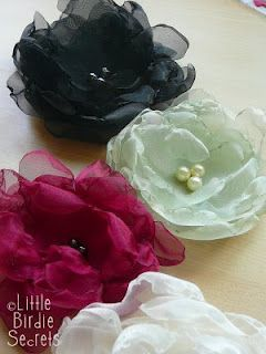 Organza Flower Tutorial: Hairs Flower, Clothing Flower, Hairs Clips, Flower Tutorials, Fabrics Flower, Pretty Organza, Organza Flower, Flower Idea, Flower Clips