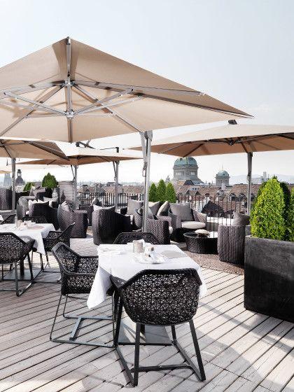"""""""SKY Terrace"""" in BernWer es etwas edler mag, ist auf der """"SKY Terrace"""" des Hotel Schweizerhof Bern genau richtig."""