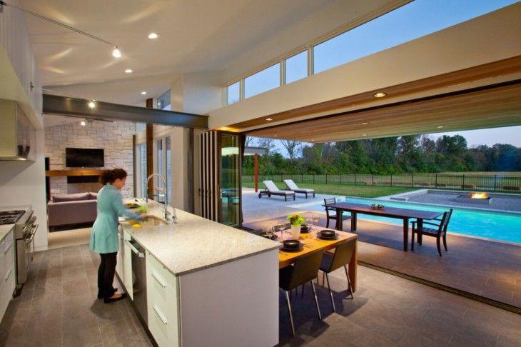 cocina que abre la ventana y une al patio