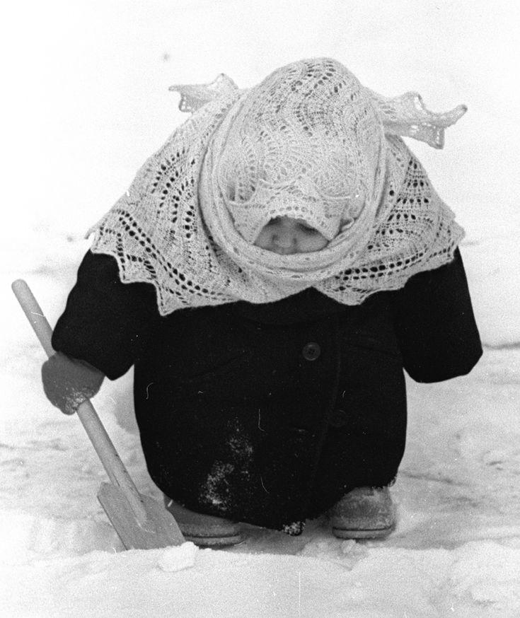 adorable child shoveling snow. (Н. Свиридова, Д. Воздвиженский - У автомата. Москва. 1969; via src-img bookmarklet image search.)