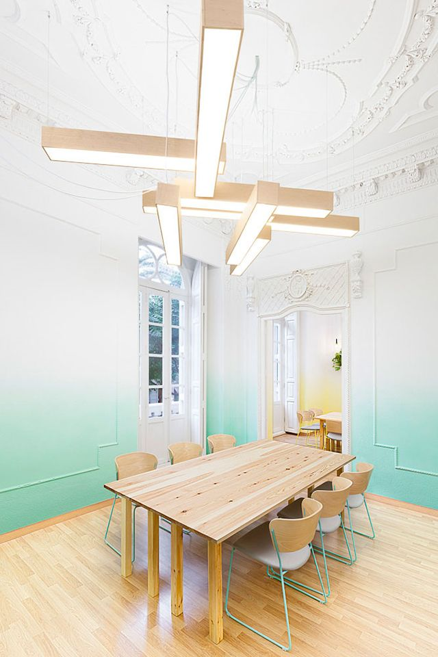 Pastel ombré walls at Valencia's 2Day Languages