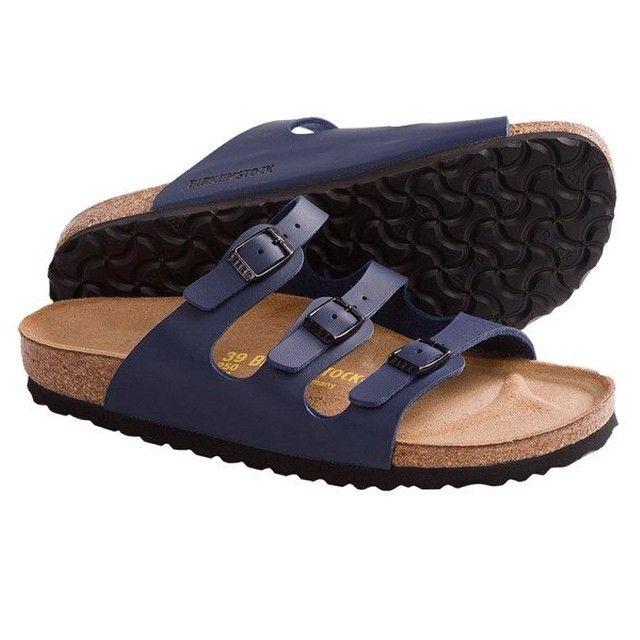 Birkenstock Florida in blauw, comfi slipper waar je ook met je sokken in kunt.