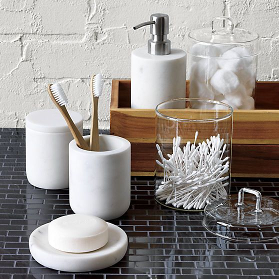 these marble bath accessories (the soap dis and cup) make me happy. too bad there's nowhere to put them in the bathroom.