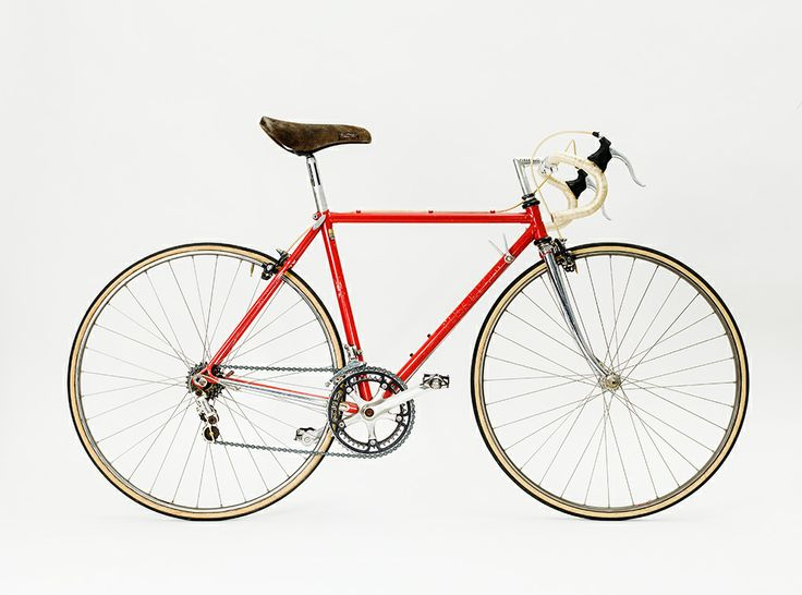 Pinarello with gears and brakes from Campagnolo. #bike #bicycle #cykel #exhibition #design
