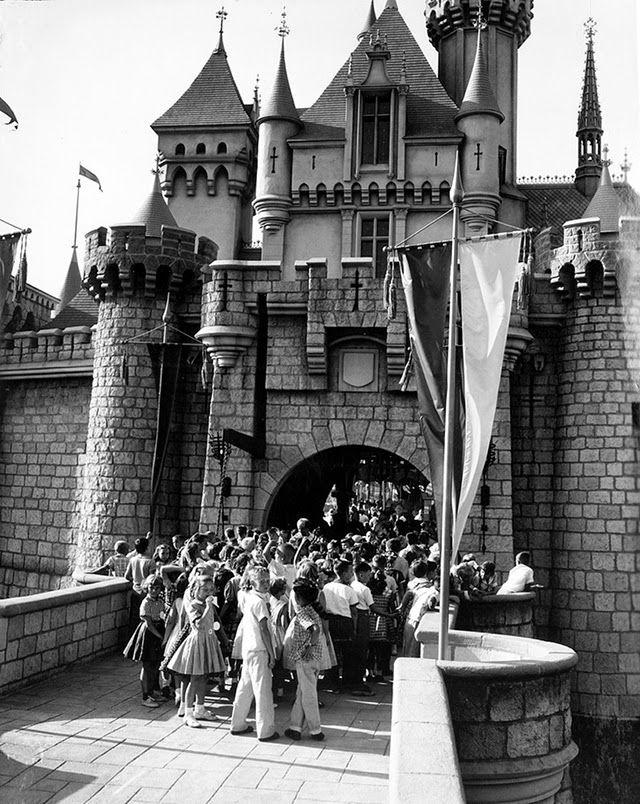"Kids waiting to enter Ronald Reagan Art Linkletter, and ""Davy Crockett"" stars Fess Parker and Buddy Ebsen Walt Disney pract..."