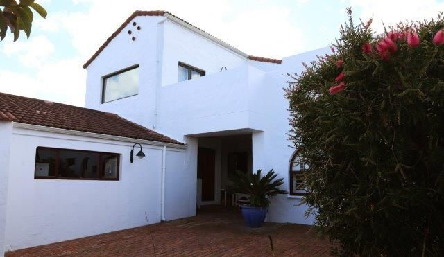142 on 10th Street: Outside front of house and patio. FIREFLYvillas, Hermanus, 7200 @fireflyvillas ,bookings@fireflyvillas.com,  #142on10thStreet #FIREFLYvillas #HermanusAccommodation