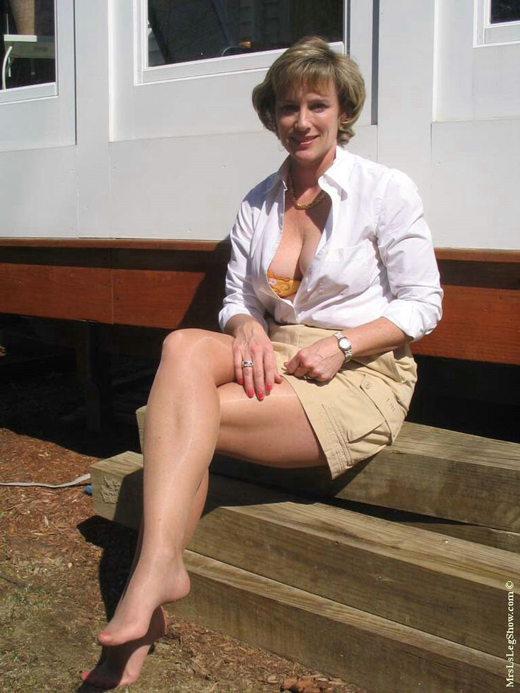 Mrs l in pantyhose