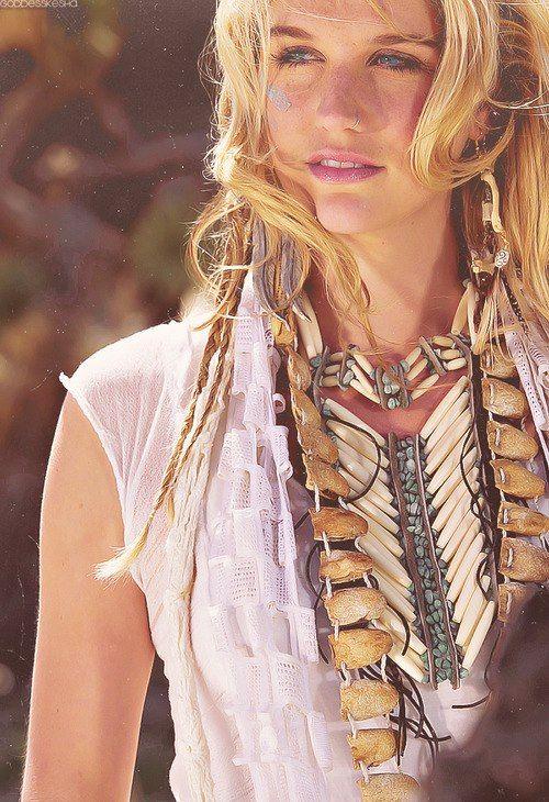 Kesha she is so pretty love her nose pierced
