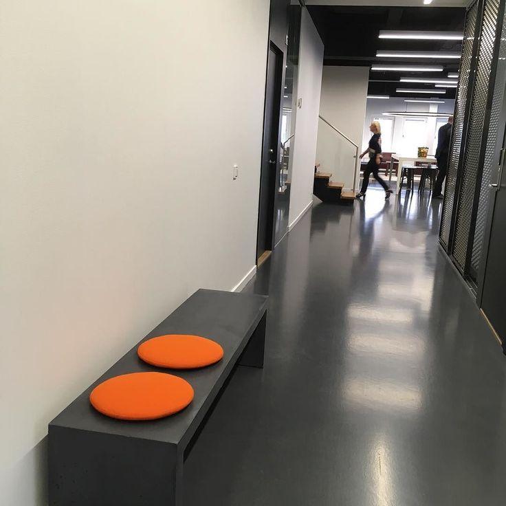 """""""Betongbänk hos #danishform #lenyta #genomfärgad #nofakebetong  #betongmöbler #utemöbler & #kontorsmöbler"""