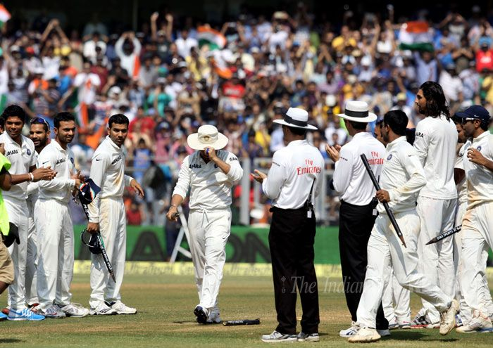 A relay 'Guard of Honour' was given by MS Dhoni and his men as Sachin Tendulkar walked out of the pitch one final time trying hard to conceal his emotions under the floppy sun hat. #ThankYouSachin #SRT200 #Cricket #India