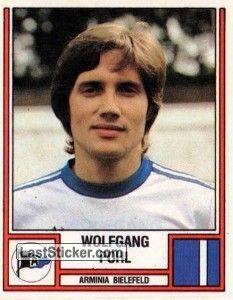 WOLFGANG POHL 1981-82 ARMINIA BIELEFELD Nato il 30 dicembre 1954 sono state 318 le gare disputate tra Bundesliga e 2a Bundesliga. Visse la sua giornata di gloria alla 17a giornata 1982-83 segnando 2 gol nel match 5-1 col Karlsruher SC il 2-0 al 35' e il gol del definitivo 5-1 al 78'