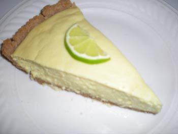 Sugar-free Key Lime Pie - and yet the filling contains condensed milk. Which means *drumroll* there is a recipe for sugar-free condensed milk. Which validates pinning this a million times over :)