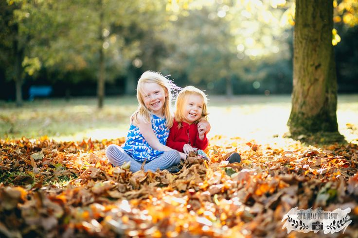 sunny autumnal family photo session in greenwich park