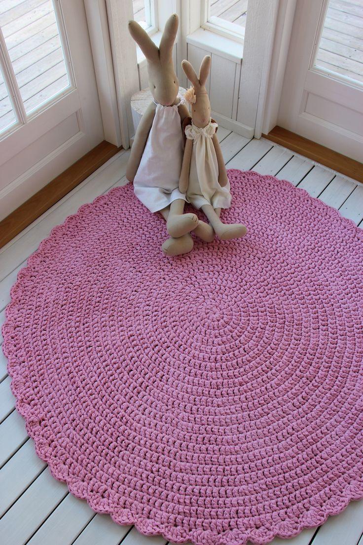 Virkattu Mansikkavaahto-matto 140cm