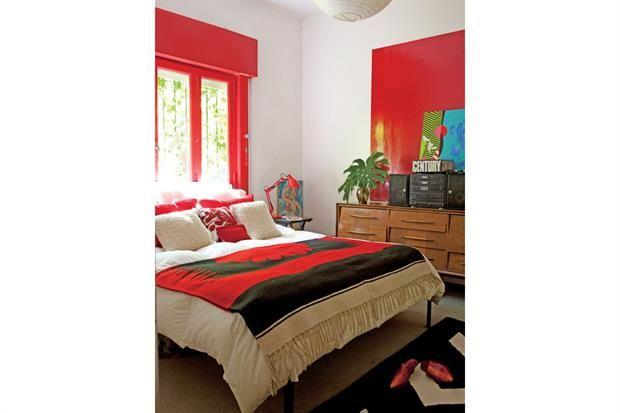 16 buenas ideas para decorar con color  El marco de la ventana se transforma en punto focal con la pintura en rojo bermellón .  Foto:Living /Archivo LIVING