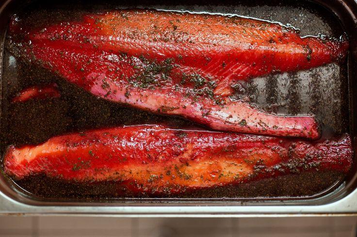 Быстрый маринад для лосося из свеклы