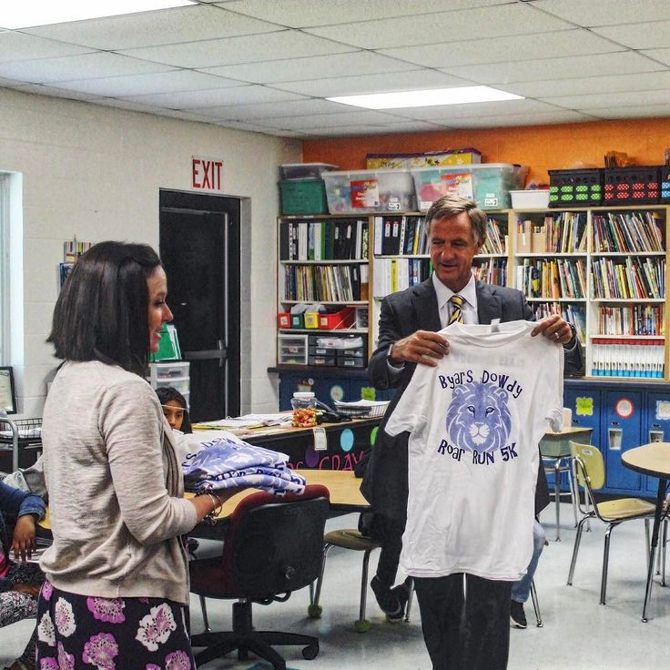 Gov. Bill Haslam visited Anita Gray's classroom at Byars Dowdy Elementary School on Monday. Gray serves on Haslam's Teacher Cabinet which is made up of 18 state educators who give input and relay communication to Haslam and his staff.
