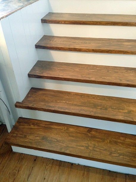 Faux Wood Graining: Fake Your Way to Oak Stair Treads with