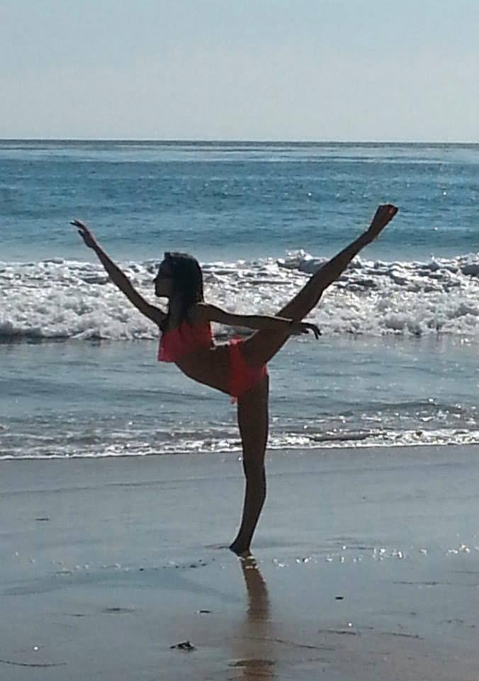 Clarissa May arabesque - beach ballet (liveonpointe.blogspot.com)