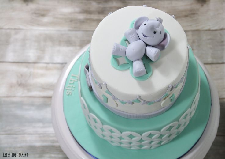 Verjaardagstaart van Thijs 1 jaar! / Birthday cake Thijs 1 year old #olifant #elephant #fondant #marsepein #redvelvet #cake #cakedecoration #receptideebakery #birthdaycake #birthday #boy #1styear