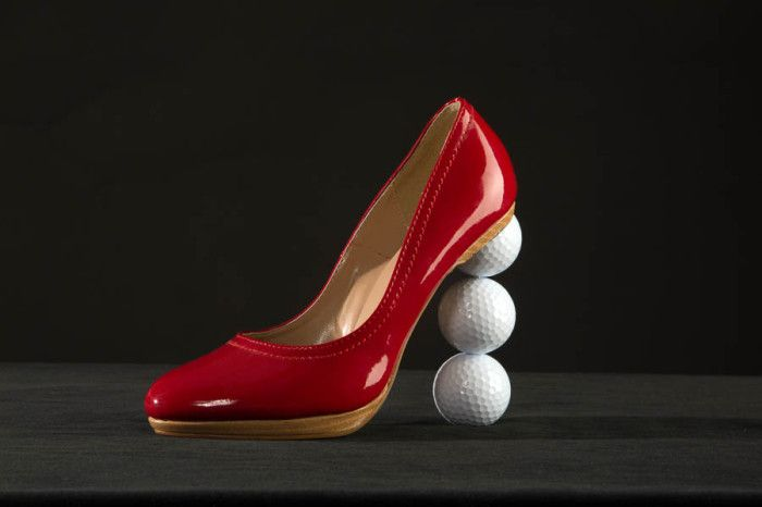 Hubert Privé gives a sassy red shoe his artistic flare! Art and Golf meet in a sexy way! http://www.theexcellenceofart.com/hubert-prive-gallery/