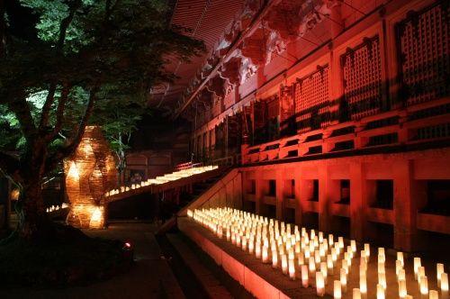 比叡山の真夏の夜のライトアップ「法灯花」<br />8月11日〜15日の短い期間の夜間特別拝観です。<br /><br />今年は、地上では例年にない酷暑の連続!<br />天空の涼を求めて行ってきました。<br />