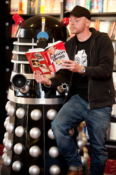 Simon Pegg reads his book about nerds to a Dalek.