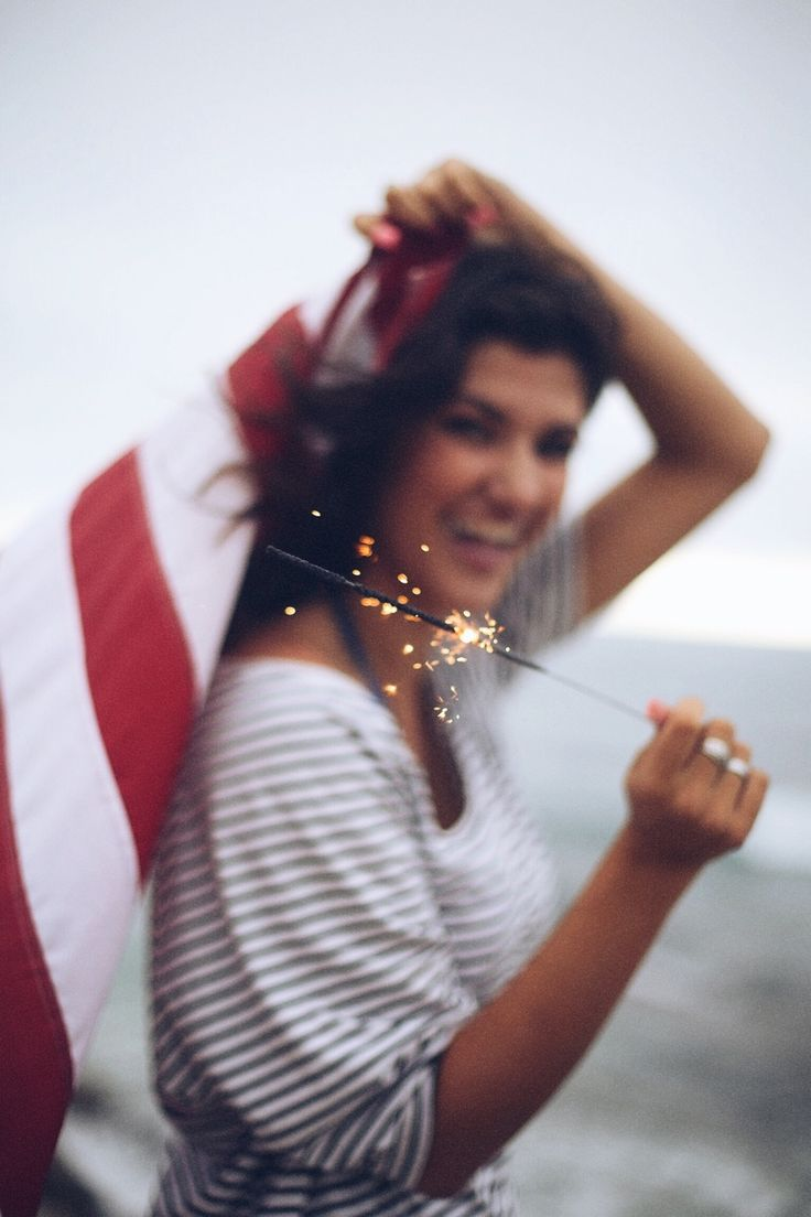 courtneytaylerr:  sydneynoellephoto:  happy fourth to all of my fellow americans!!! hope you all have a safe & fun holiday❤️  This is gorgeous