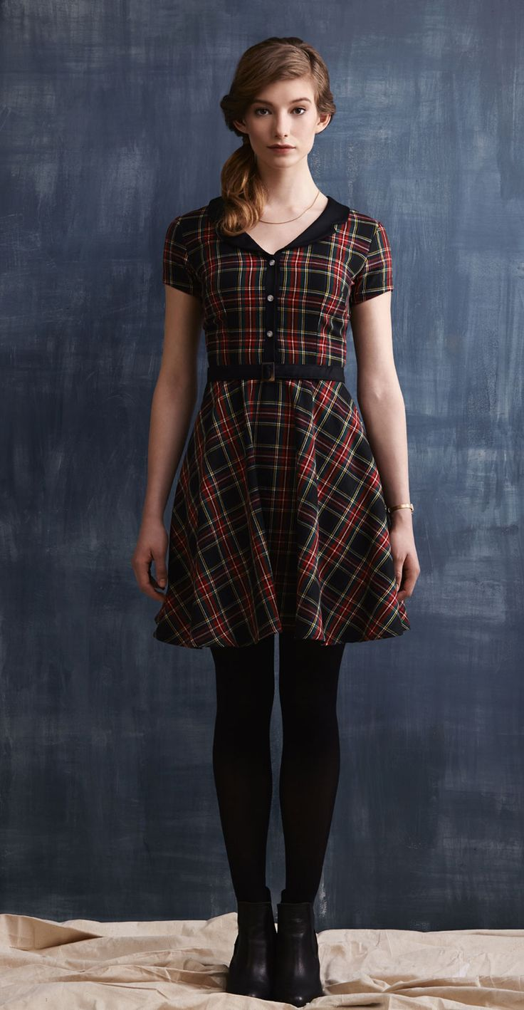 KATIE-P Tartan: Dress with fitted waist, flared skirt, contrasting notched collar, belt. Betina Lou Fall-Winter 2013-14.