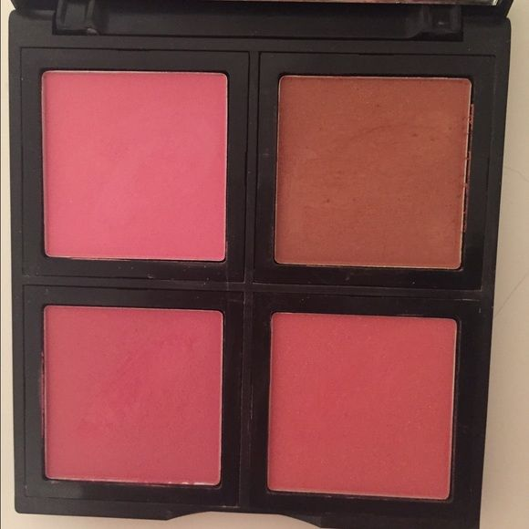 ELF blush palette ELF blush palette. Includes 4 shades. Used but twice.Appropriate for natural, healthy skin or even a nighttime look. Very versatile. ELF Makeup Blush