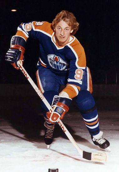 Wayne Gretzky with the Edmonton Oilers (1982).
