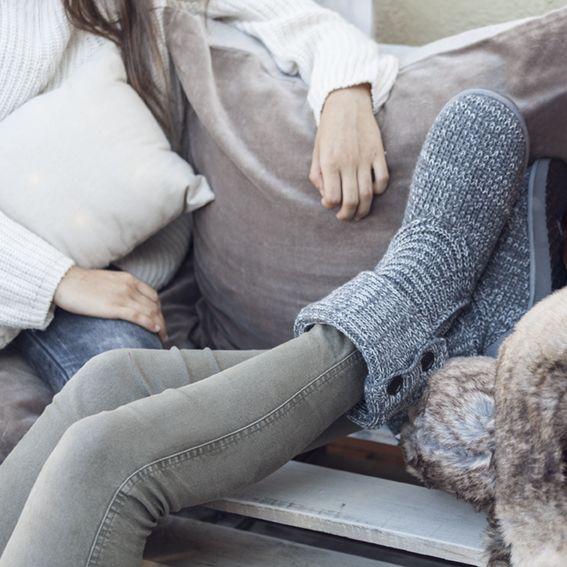 Calcetines bien abrigaditos para disfrutar de la compañía sin pasar frío #muymucho #moda #hogar #calcetines #invierno #otoño #amigas #amistad #relax