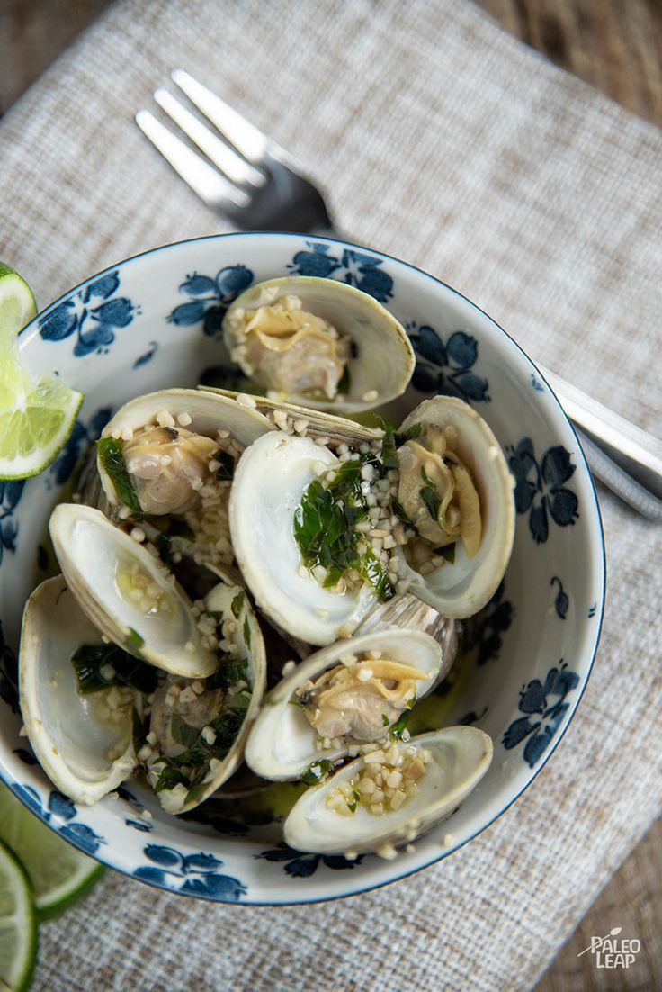 A quick dinner of steamed clams with garlic and ghee.