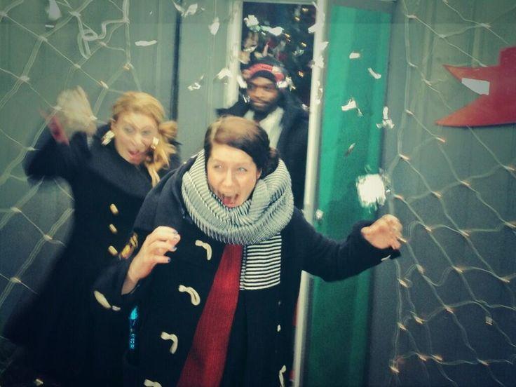 Äntligen frisk luft! Sarah Dawn Finer, Emma Knyckare och Kodjo Akolor utsläppta ur buren efter #mh13. Foto: Robert Jacobsson