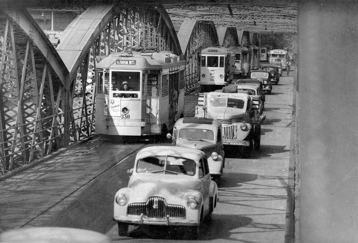Victoria Bridge in Brisbane, Queensland in 1952.