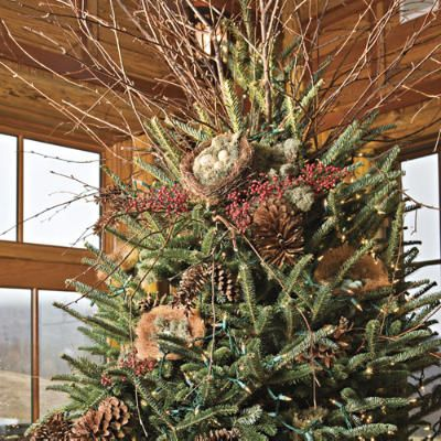 Christmas Decorating. Rustic Christmas Tree < Nature-Inspired Holiday Decor in the Mountains