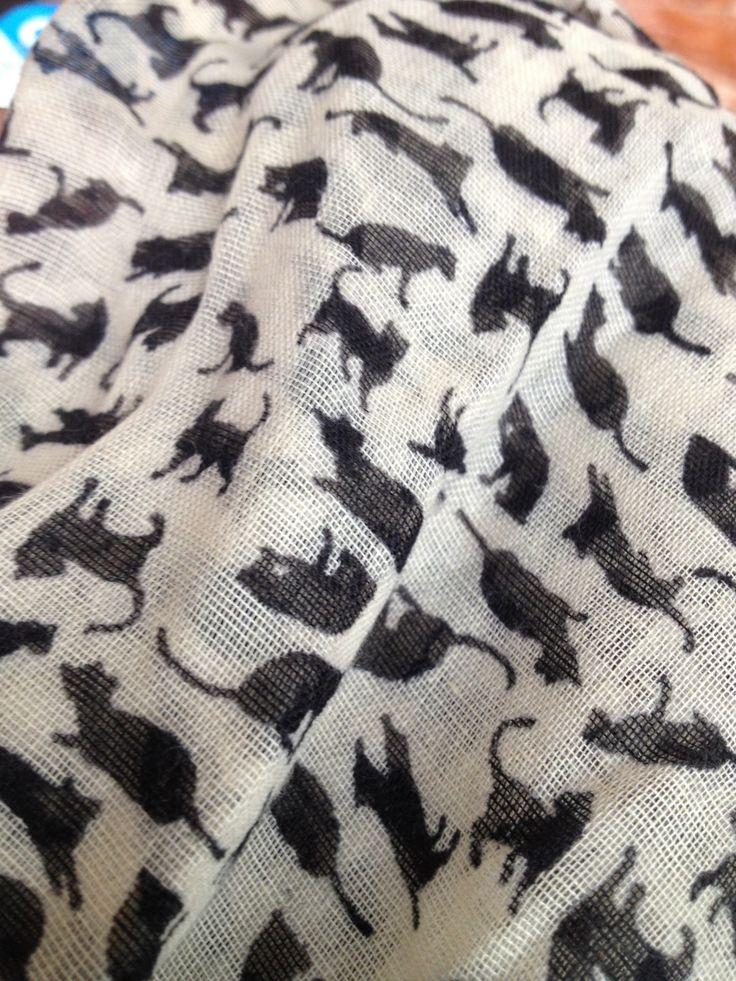 Pañuelo estampado de gato / Líder / $1990