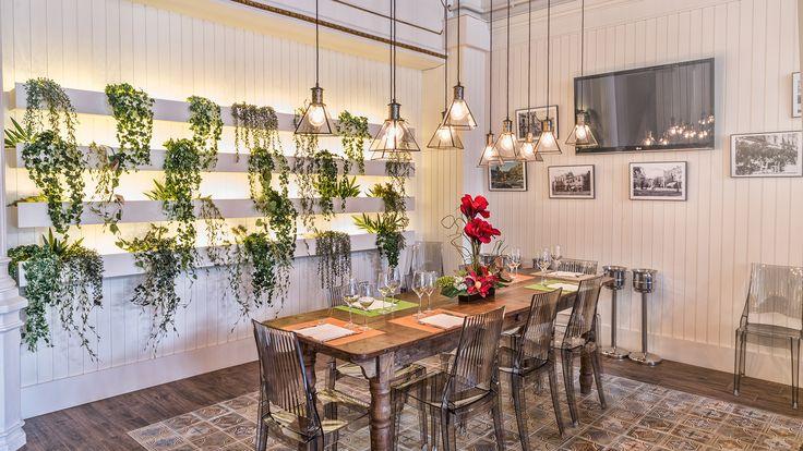 Restaurante nou continental figueres pavimento de vives for Azulejos restaurante