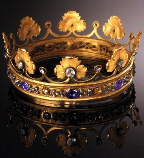 ITALY - MARCHESAL CROWN (1820) : This Crown was donated by Queen Maria Theresa of Habsburg- Este, consort of King Victor Emmanuel I of Savoy, to the sanctuary in August 1820 to coincide with the one donated to the statue of the Child Jesus from her husband. The jewel looks precisely like a crown heraldry of the Marquis, made of gold, diamonds, sapphires, and a large zircon crystals in the middle on the front. It was created by Giuseppe Felice Borrani.
