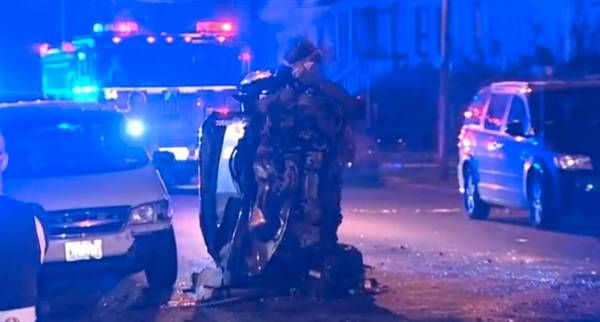 Two Chicago Police officers injured in Englewood crash - http://chicago.suntimes.com/news/7/71/923636/two-chicago-police-officers-injured-englewood-crash
