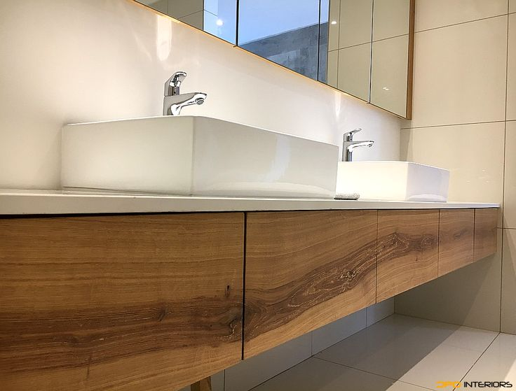 Solid French oak drawers with continuous grain. Blum undermount drawers, soft close with touch control.