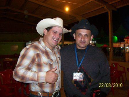 Camilo e o locutor de rodeio Soberano Junior