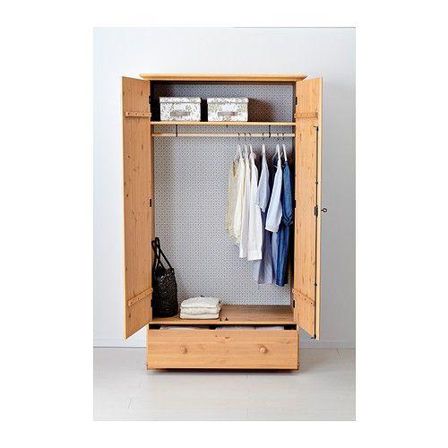 HURDAL Skriňa IKEA Masívna borovica vystavuje na obdiv nádhernú textúru a prírodné hrče v dreve dávajú každému kusu individuálny charakter.