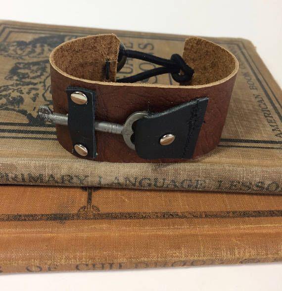Steampunk sleutel manchet lederen armband vrouwen lederen