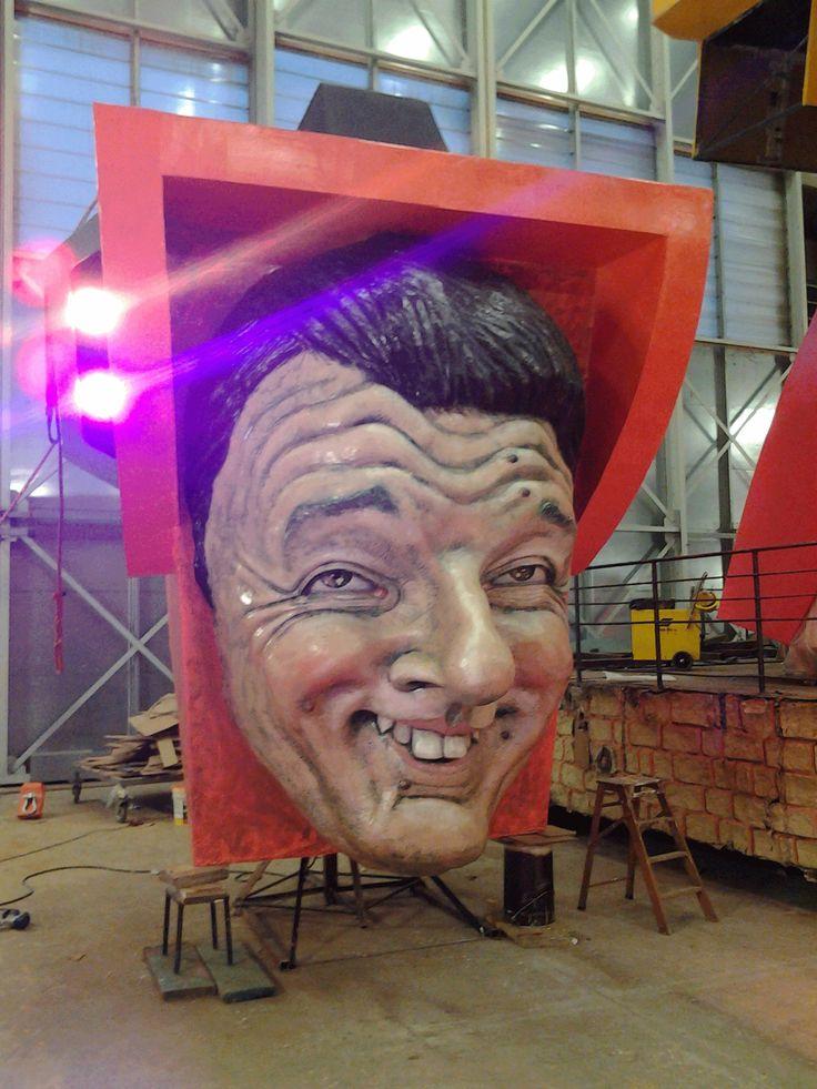 Testa raffigurante il Premier Matteo Renzi - h. testa 5 metri.